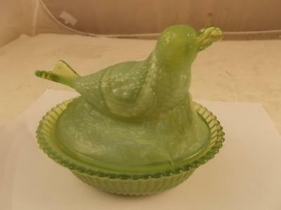 Vintage Boyd Bird With A Berry On A Nest Green Slag Glass Excellent Condition