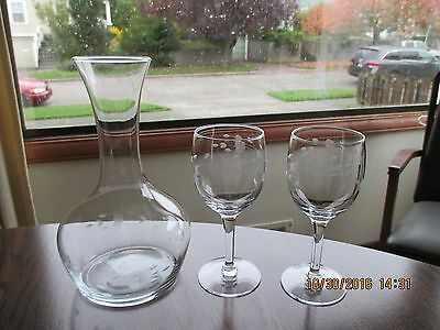 Princess House Crystal Heritage  32 oz Wine Carafe Decanter & 2 White Wine Glass