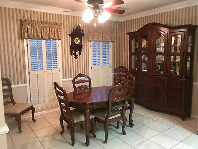 Broyhill Dining Room Set W China Buffet Hutch