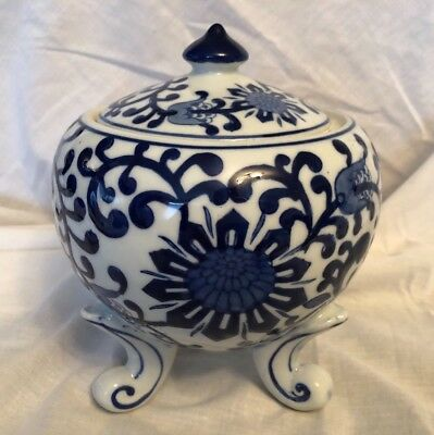 ORIENTAL FOOTED, LIDDED BOWL Blue and white