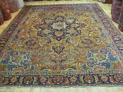 A CHARMING ANTIQUE KHOY AZERBAIJAN PERSIAN CARPET (395 x 290 cm)