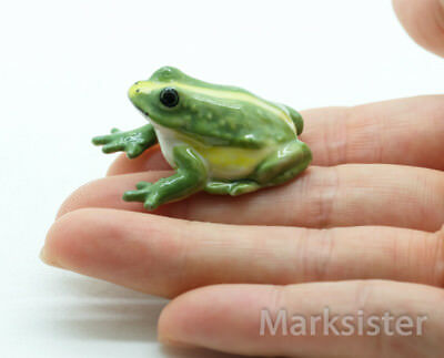 Figurine Animal Ceramic Statue Water Holding Frog - CAF035