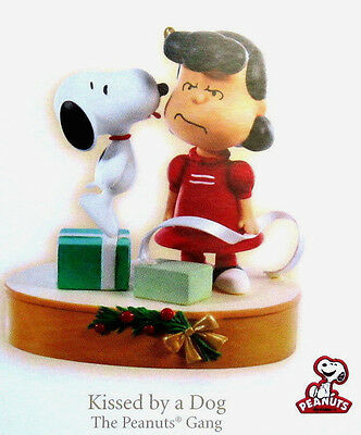 Hallmark 2009 KISSED BY A DOG Peanuts Gang Snoopy Lucy Magic Ornament
