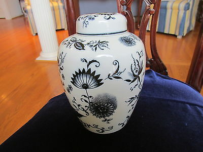 Old Blue & White Ginger Jar With Cover Crossed Arrows  Blue Onion  Classic