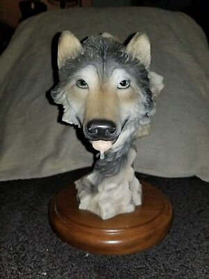 """Mill Creek Studios """"Before the Chase"""" wolf statue"""