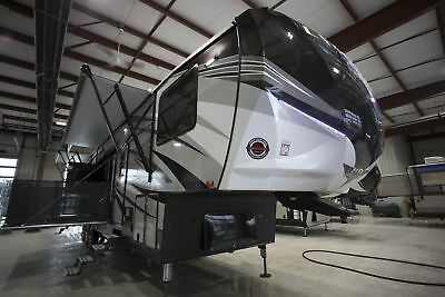 Cyclone 4270 Fifth Wheel Toy Hauler RV Camper 13' Garage Only One Left