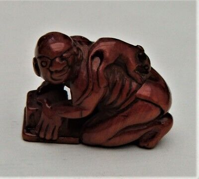 A superb antique Japanese boxwood netsuke of a thwarted ratcatcher.. Signed