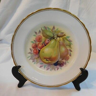 """ROYAL CHELSEA SCALLOPED FRUIT PLATE -  8"""" ROUND - GOLD TRIM Vintage"""