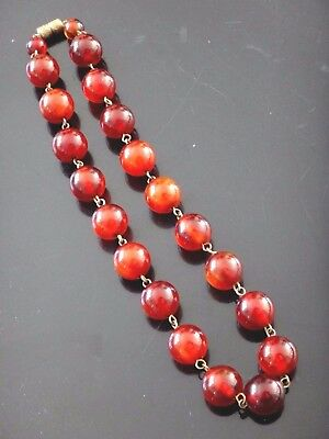 Collier ambre cerise Old cherry amber necklace 51 grammes