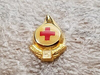 RED CROSS BLOOD DONOR 5 GALLON  PIN, Old Style