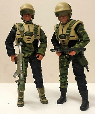 MAX STEEL Action Man 2 Figuren im Stil UNIVERSAL SOLDIER (30cm Figuren)