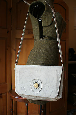 Vintage Mimo Sacs Whit Cream Embossed Leather Purse Shoulder Bag