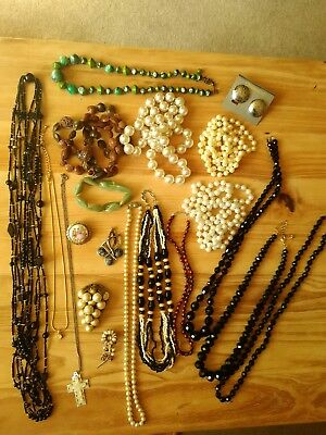 Job lot of 20 pieces of modern and vintage costume jewellery