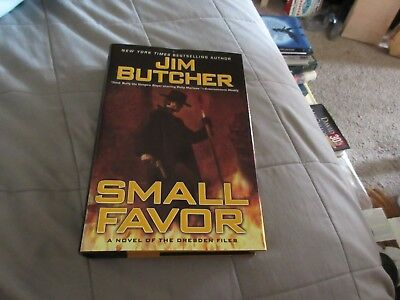Small favor the dresden files book 10 by jim butcher 633 dresden files small favor book 10 by jim butcher 2008 hcdj fandeluxe Image collections