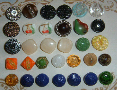 Very Nice Lot Of 32 Small Diminutive Old Vintage Art Deco Glass Buttons