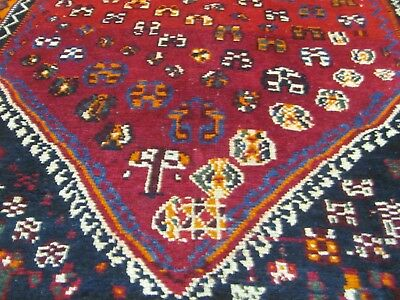 A FANTASTIC OLD HANDMADE QASHQAI WOOL ON WOOL PERSIAN RUG (207 x 154 cm)