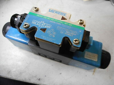 VICKERS DIRECTIONAL CONTROL VALVE -- 110V Coils -- 02-109823 -- DG4V-3S-6C-M