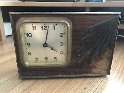 Vintage Wind Up Wooden Mantel Clock (seems to work)