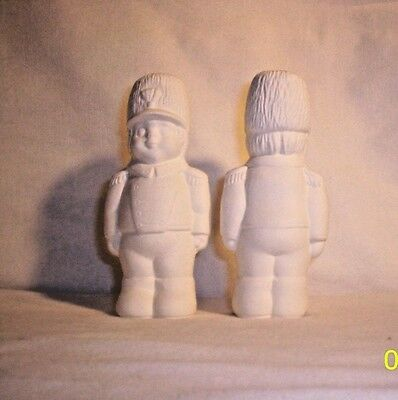 Bisque E454 05.672 Ceramic Ready to Paint Toy Soldier Pie Bird (ONE PER AUCTION}