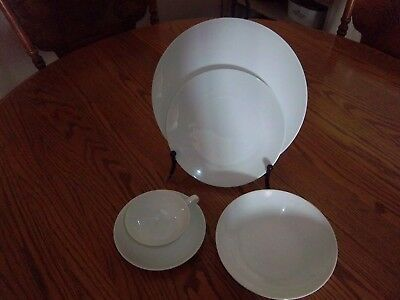 "Noritake Fine China ""Savoy"" 5-Piece Place Settings"