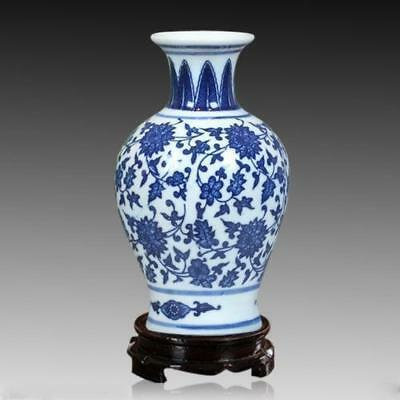 High-quality Chinese jingdezhen blue and white porcelain vase