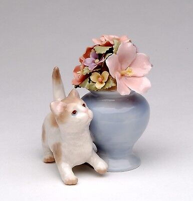 96517 - Cosmos Porcelain Cat Playing Next To Flower Vase