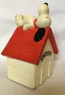 Vintage 1970 PEANUTS SNOOPY ON DOG HOUSE Coin Bank