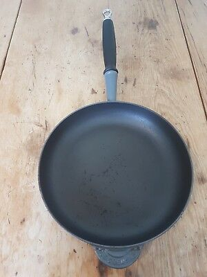 le creuset frying pan dark grey size 26
