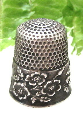 ANTIQUE KETCHUM & Mc DOUGALL STERLING WIDE BAND OF FLOWERS THIMBLE MARKED EMMA