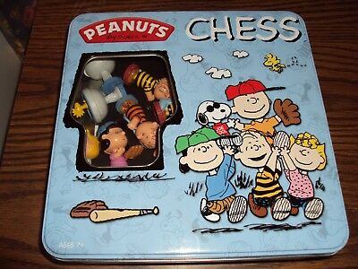 Peanuts Charlie Brown Figurine Chess Set IN TIN Collectible BOX AGES 7 UP