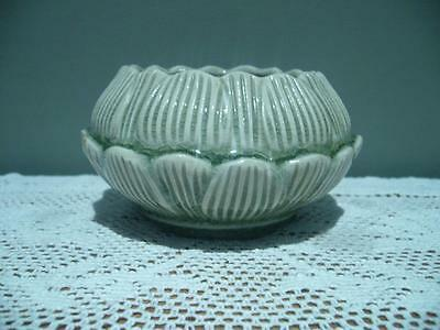 Thai Celadon Green Crackle Pottery Small Lotus / Waterlily Bowl - Vintage - Vgc