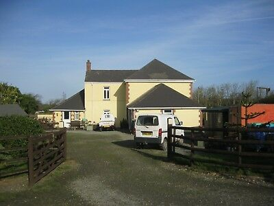 Extended Farmhouse, 5 Double Bedroom, 10 Acres, 9 Stables. Ideal B&b, Glamping