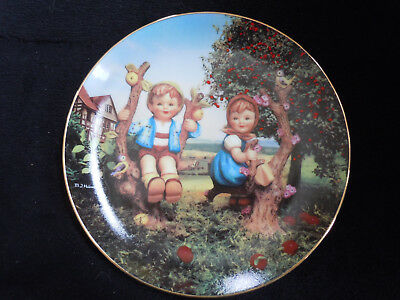 NIB Apple Tree Boy Girl Hummel Plate Little Companions Goebel Danbury Mint 1991