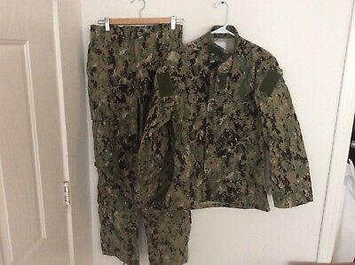 US Navy Nwu Type iii AOR2 Green Digital Set Size Small Short NWOT Authentic