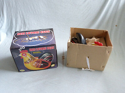 Red China ME 610 Hen Laying Eggs Battery Operated Blech Tin Toy 80er Jahre Ovp