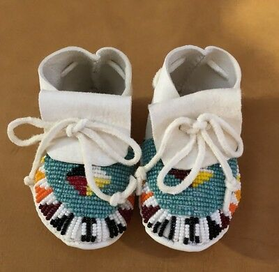 Totally Nice New Native American Lakota Sioux Beaded Baby Moccasins