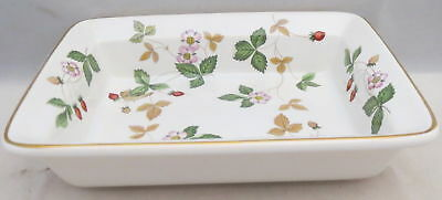Wedgwood Wild Strawberry (Earthenware) Hors d'Oeuvre Dish (Gold Trim)