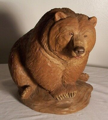 """Tim Wolfe Brown Grizzly Bear Sculpture """"Grizz"""" 1995 Made in USA Cairn Studios"""
