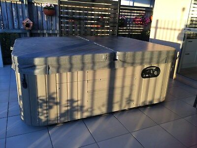 Hot Springs Therapeutic Spa 852 litre 3 person Grey/Blue Good Condition