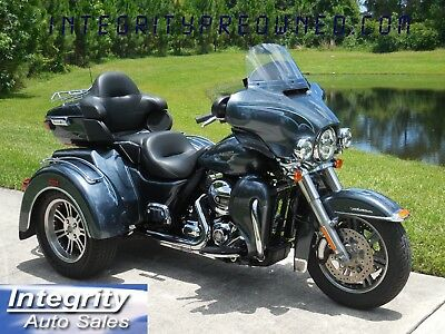 2015 Harley-Davidson Touring  2015 Harley Davidson Ultra Tri Glide Low Miles and Harley Custom Color!!!