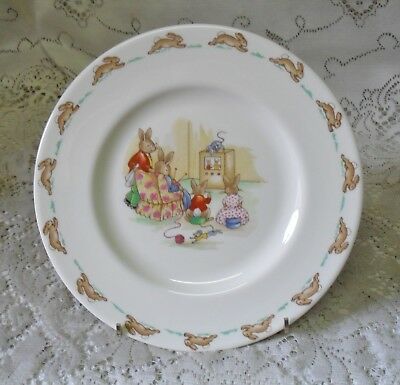 VINTAGE ROYAL DOULTON 20cm BUNNYKINS PLATE FAMILY KNITTING TV MADE IN ENGLAND