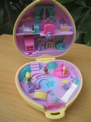 POLLY POCKET mini - BLUEBIRD 1994 Herz Dose + 3 FIGUREN - STROLLIN BABY SITTING
