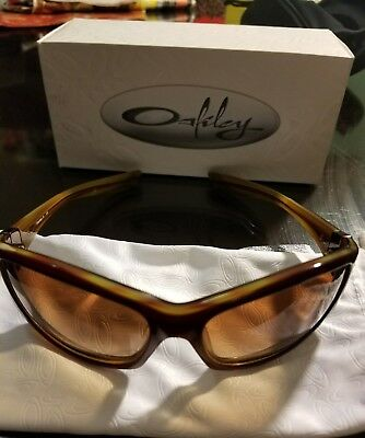 Authentic Oakley Sunglasses Disobey A Striped Plum W/vr50 Brown Grdnt