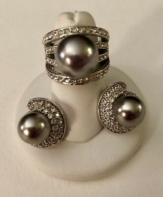 Set Of Silver Gray Pearl Ring And Earrings