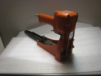 PNEUMATIC STICK STAPLER Carton Closing Company with Staples and Staple Remover
