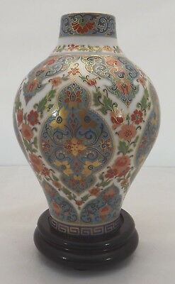 Kaiser China Bulbous Vase on Stand, Wuhan Pattern (20cm high)