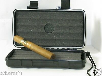 XIKAR Travel Humidor for 5 Cigars with textured inserts
