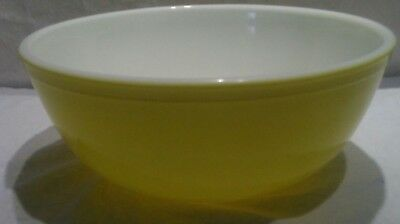 "VINTAGE Pyrex #404 LARGE YELLOW Mixing Bowl 4 QT  10 1/2"" Very Good Condition"