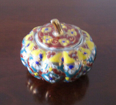 Thai pocerlain benjarong hand painted pottery decorative or ring pot with lid