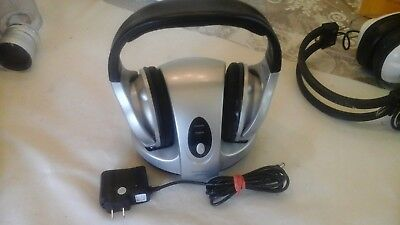 RADIO SHACK RECHARGEABLE ANALOG WIRELESS STEREO HEADPHONES SYSTEM 900Mhz